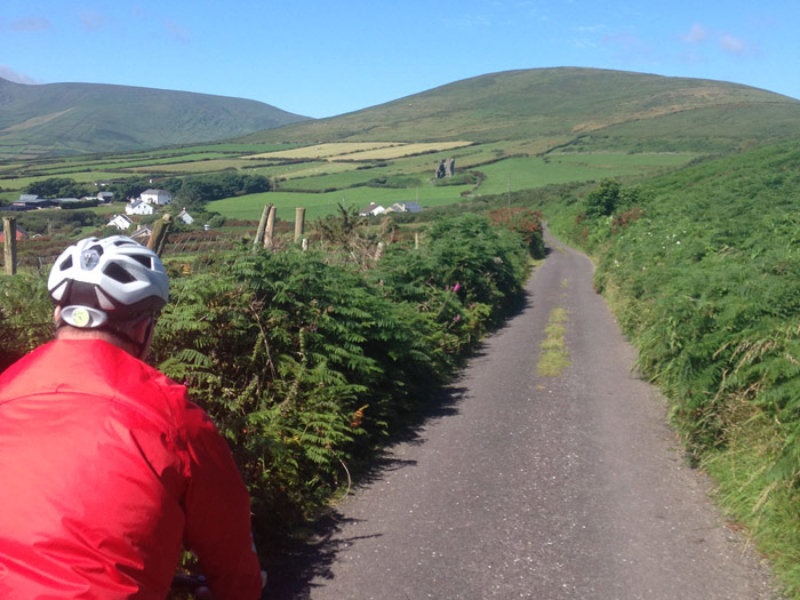 Cycling the narrow roads of the Dingle Peninsula